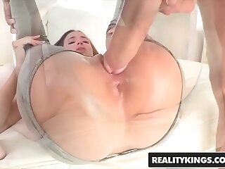 RealityKings - Teens Love Huge Cocks - (Belle Knox Chris Strokes) - Belle Hinge